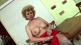 Kinky chubby GILF is living for these kind of hard dicks