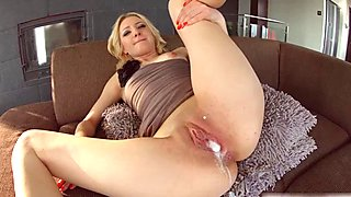 Allinternal threesome gives this blonde a big creampie