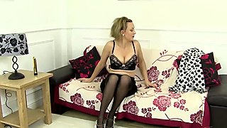 Amateur Uses a Golden Vibrator on Her Mature Pussy