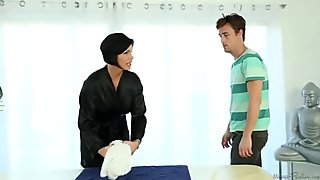 Full Body Massage By Attractive Masseuse