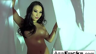 Stunning Asa Plays With Her Wet Pussy