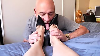 mature sole worship crimson toenail