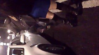 Putita Madura saliendo del metro en minivestido III