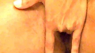 Indian Pornstar Sunny Leone Masturbates in Bathtub