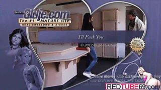 Redtube69.com - Uma Jovem Pronta Para Um Velho.mp4