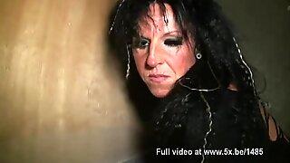 The sexshop Le Labyrinthe opens his door