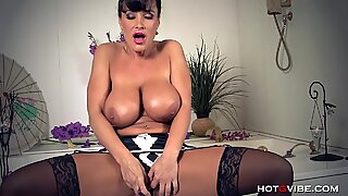 Huge, Soapy Boobs MILF Lisa Ann