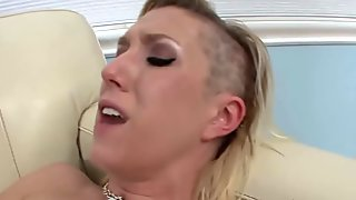 Teen stepsis licks cunt