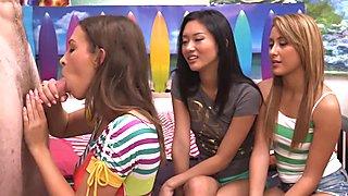 3 meisjes met 1 pik