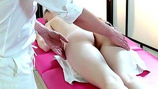Yonitale: Stunning Emily Bloom has an orgasmic massage. P 1