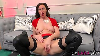 Mature brit fingers ass