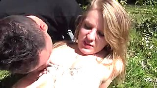 French Wench A47 playgirl rasee defoncee dans un jardin