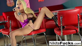 Nikita Von James masturbates with a toy!