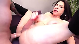 Bigass shemale bouncing on dick