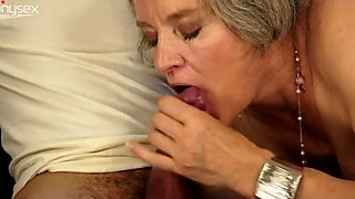 Hussy grannie sucks dick and gets her hairy pussy fucked