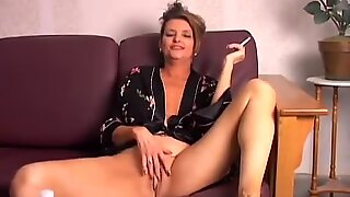 Beautiful big tits old spunker playing with her juicy pussy for you