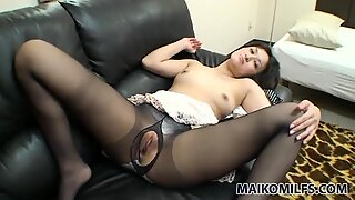 Japanese milf Seiko Kuramoto is for a solid blowjob