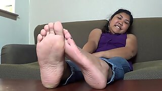 gassy Latina ample feet