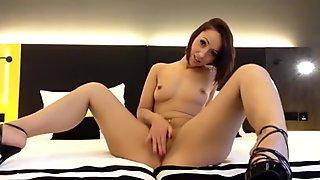 Jiggling her juicy ass HD