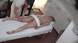Horny masseuse bangs his favorite cougar customer